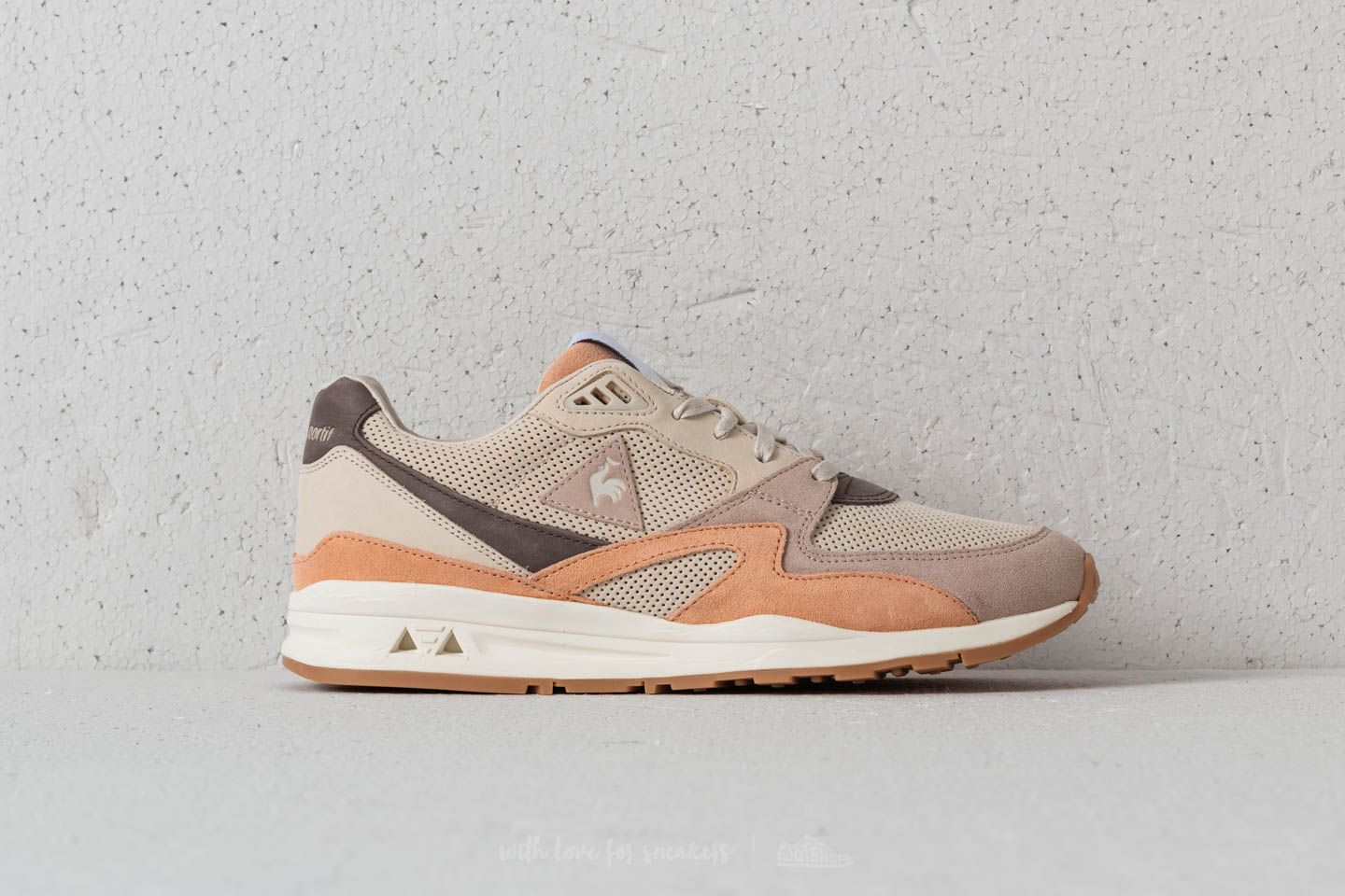 20449c82362d le coq sportif LCS R800 MIF Nubuck Turtle Dove  Peach Fuzz at a great price