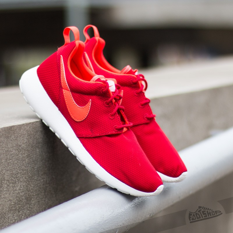 b31e1f6205a0 Nike Rosherun (GS) Gym Red Bright Crimson