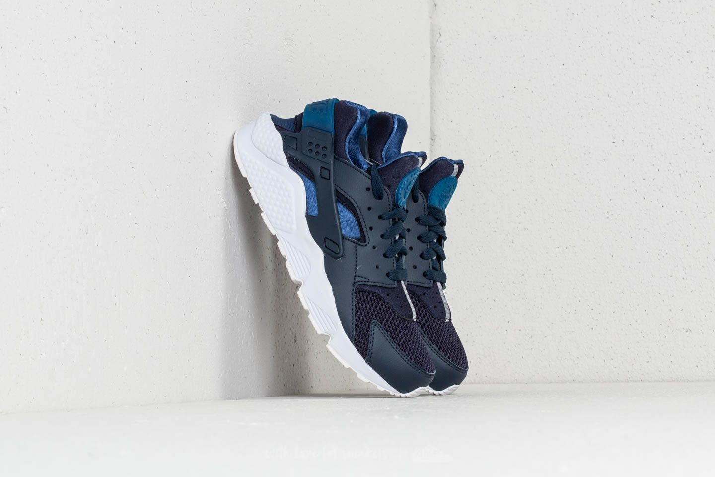 Nike Air Huarache Obsidian/ Gym Blue-White