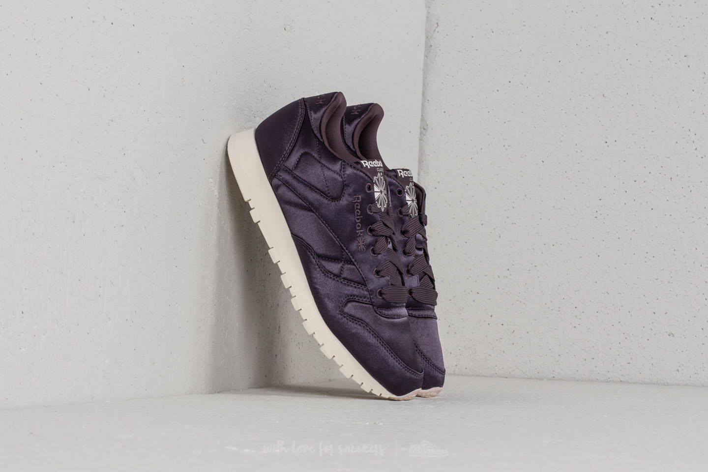 09df3ae842cc0f Reebok Classic Leather Satin Smoky Volcano  Classic White at a great price  £44 buy
