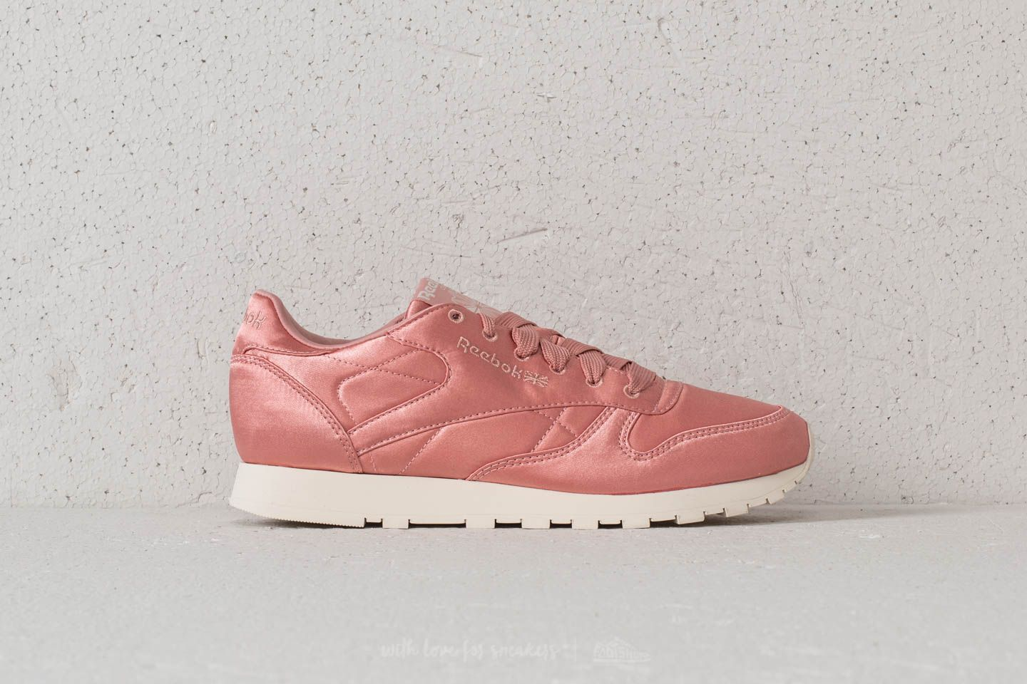 48b79da22bcf9 Reebok Classic Leather Satin Chalk Pink  Classic White at a great price 52  € buy