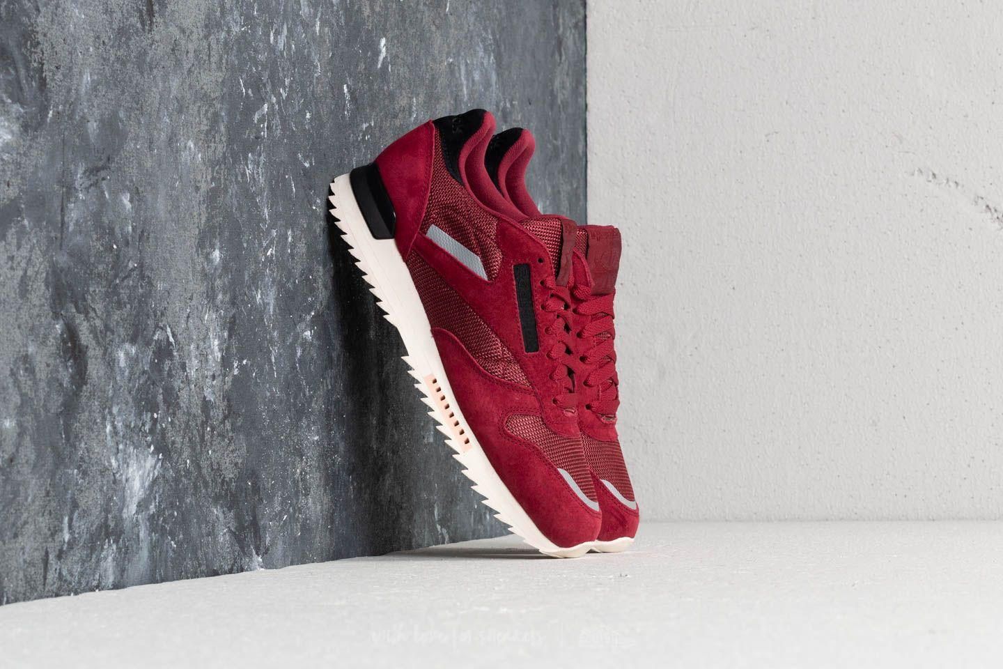 23d4fa4e752494 Reebok CL Leather Ripple SN Urban Maroon  Chalk Pink at a great price £48