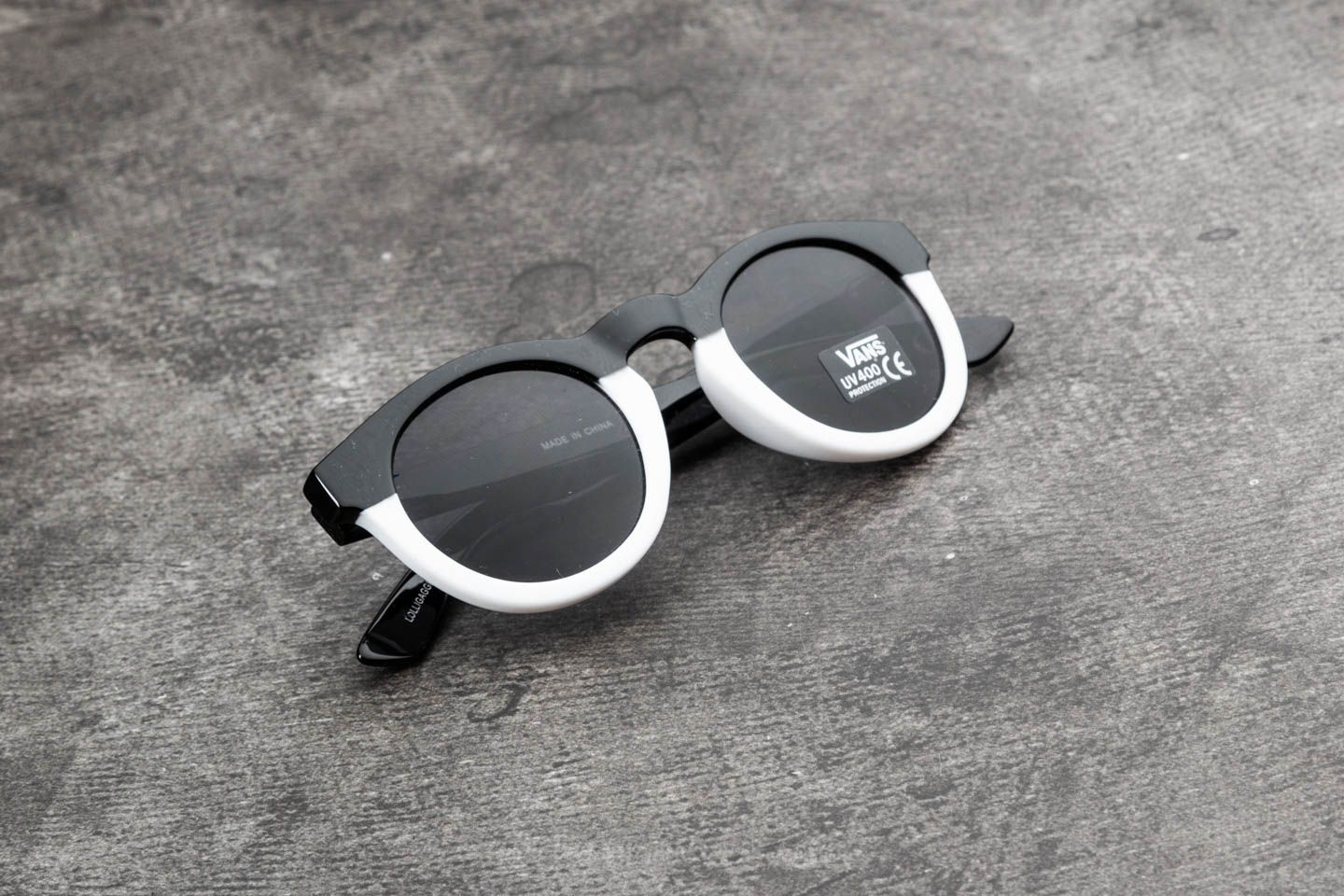 Vans Lolligagger Sunglasses Solid Black-White