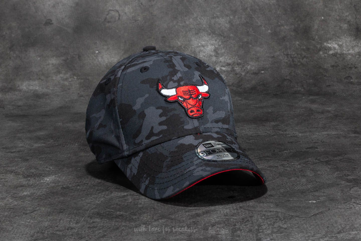 64a6ead7a53 New Era 9Forty Youth Camo Team Chicago Bulls Cap Dark Camo ...