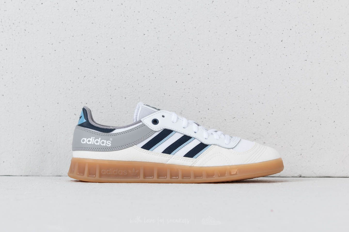 brand new fc984 d6823 adidas Liga Vintage White Collegiate Navy Clear Sky at a great price 77 €