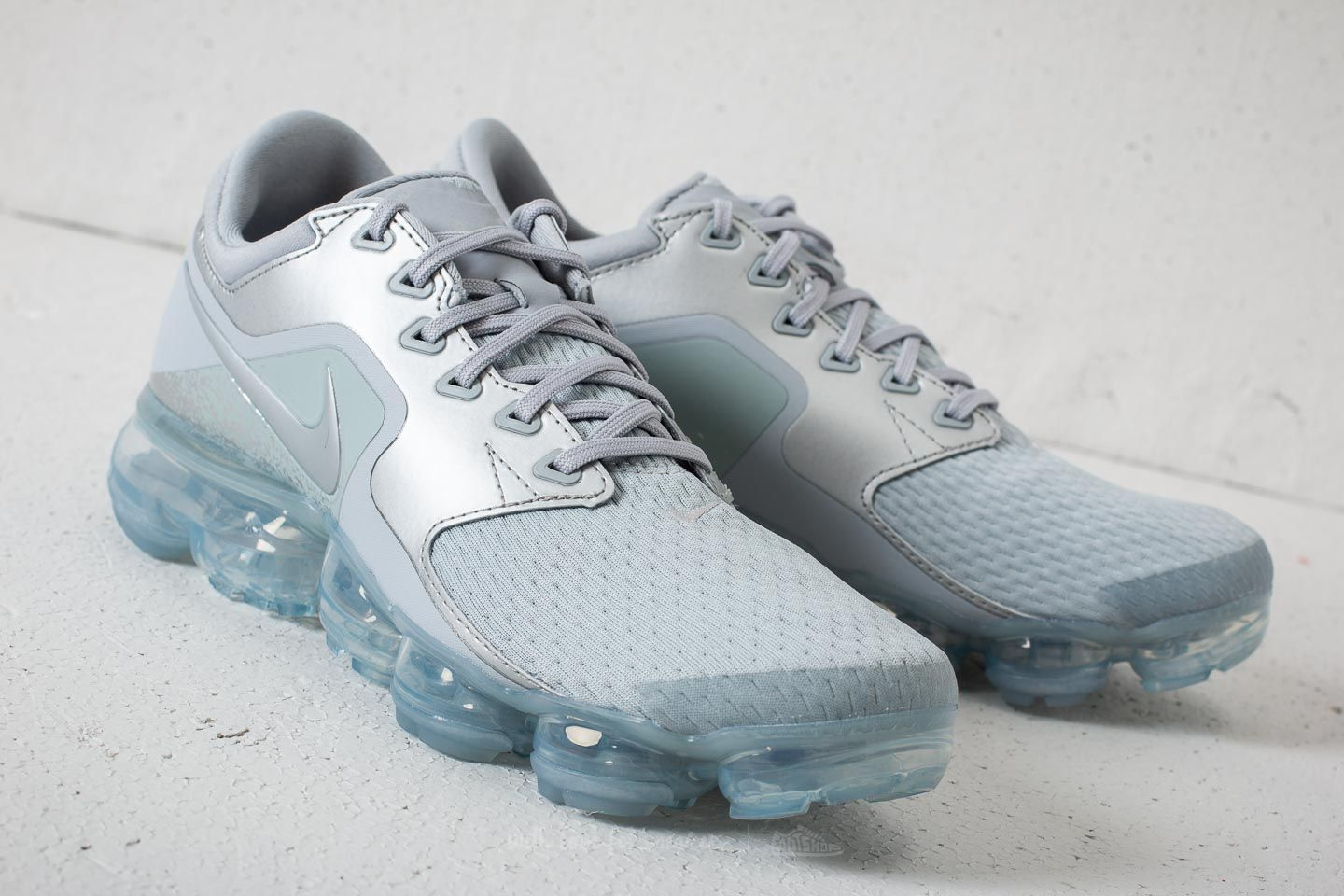 Nike Air Vapormax WMNS Wolf Grey  Metallic Silver at a great price 191 € buy 99caa3c35f79