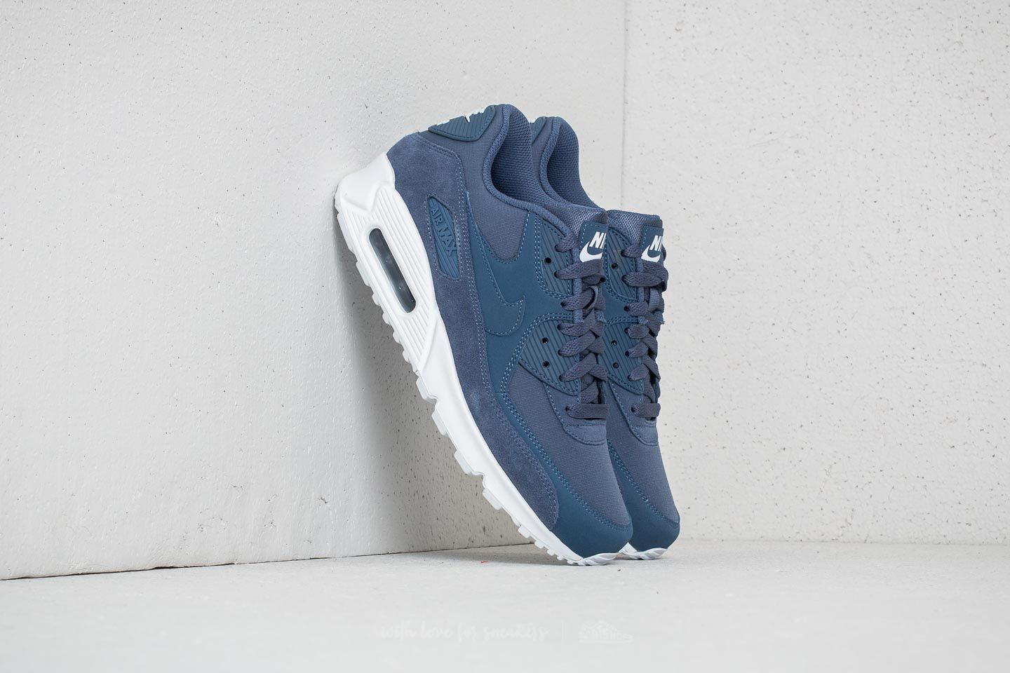 finest selection 968e6 adcff Nike Air Max 90 Essential. Diffused Blue  Diffused Blue