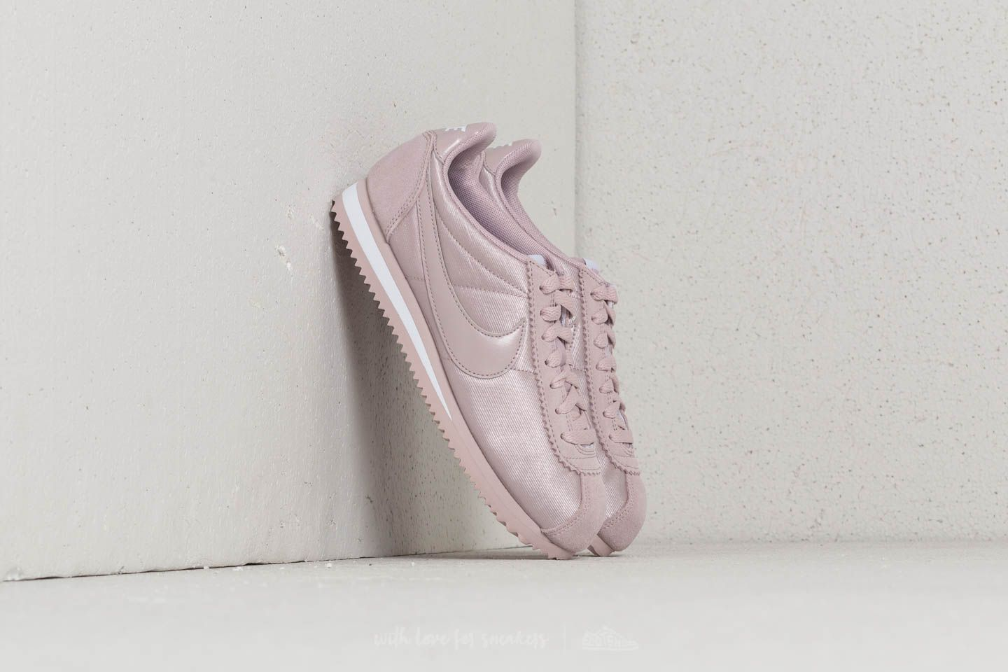 f48311aa980 Nike Wmns Classic Cortez Nylon Particle Rose  Particle Rose at a great price  £51