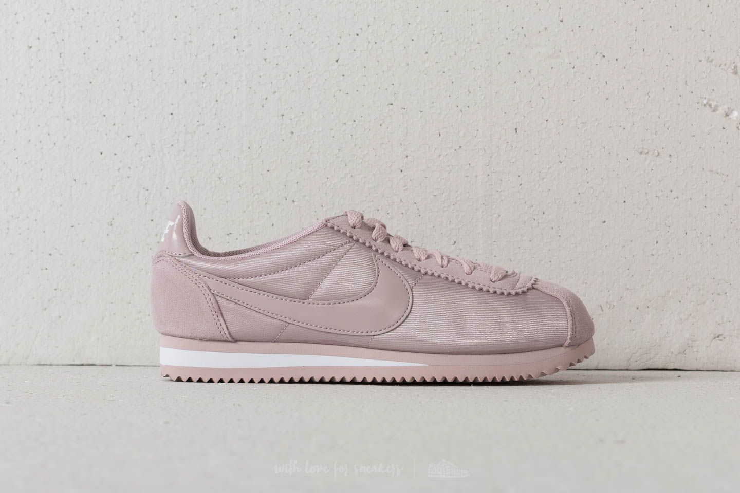 36d7266b2996 Nike Wmns Classic Cortez Nylon Particle Rose  Particle Rose at a great  price 81 €