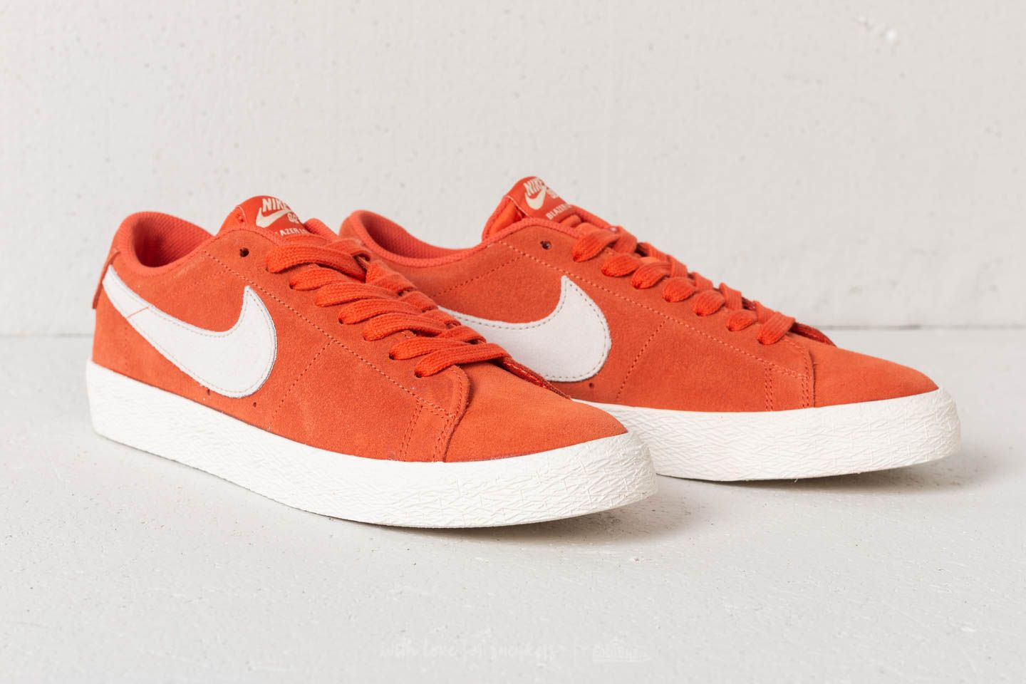 Nike SB Zoom Blazer Low Vintage Coral  Fossil-Sail at a great price £ 9b1afb4c7eb2