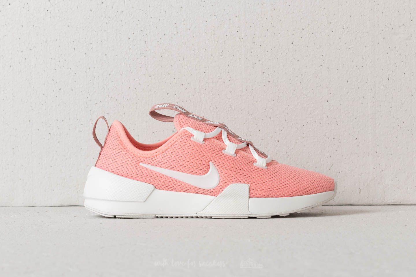 low priced 7c01c b8b88 Nike W Ashin Modern Bleached Coral Summit White at a great price £51 buy