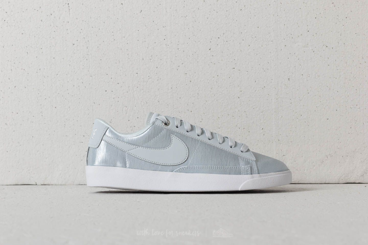 7b001a1a8496 Nike Blazer Low SE W Pure Platinum  Pure Platinum at a great price 59 €