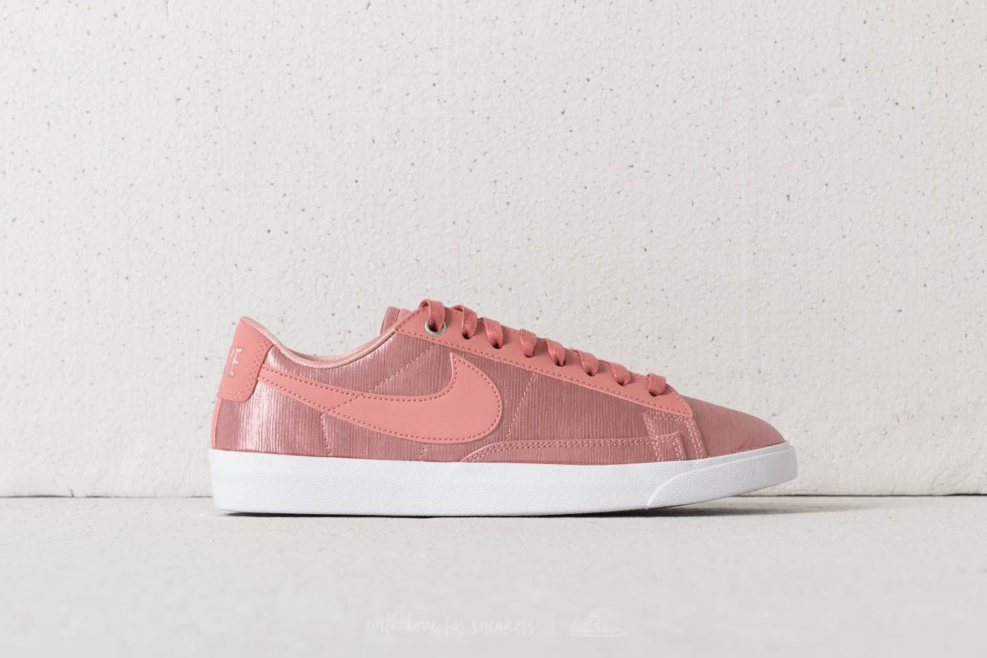 a031275fbd218 Nike W Blazer Low SE Rust Pink/ Rust Pink-White at a great price
