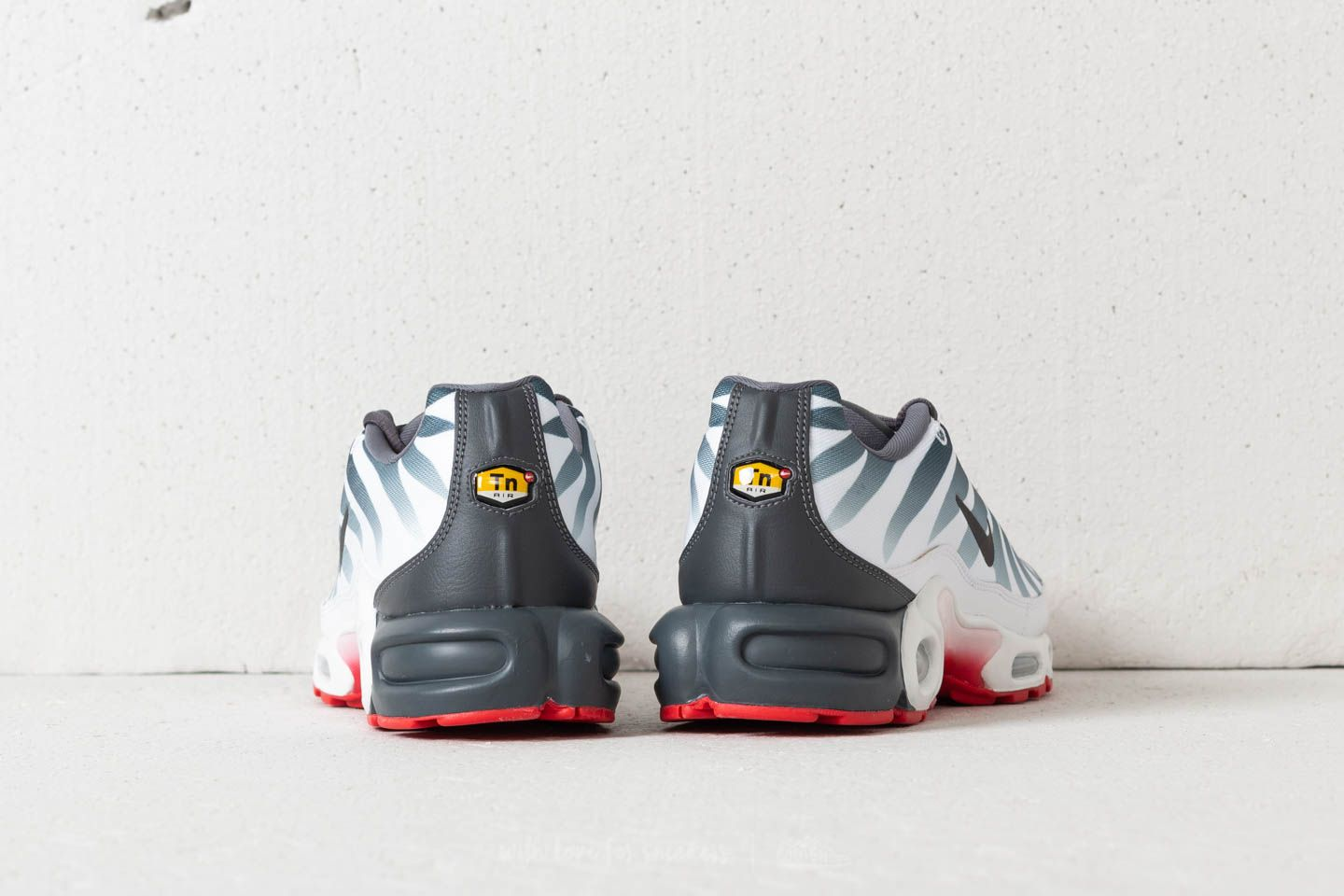 Nike Air Max Plus TN SE White Dark Grey Speed Red | Footshop