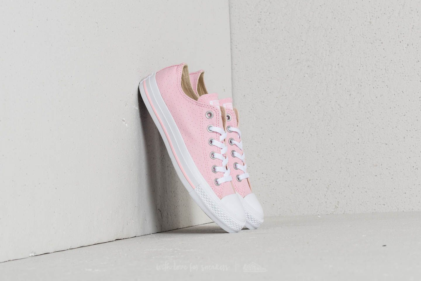 25335c18b850 Converse Chuck Taylor All Star Ox Cherry Blossom  White  White ...