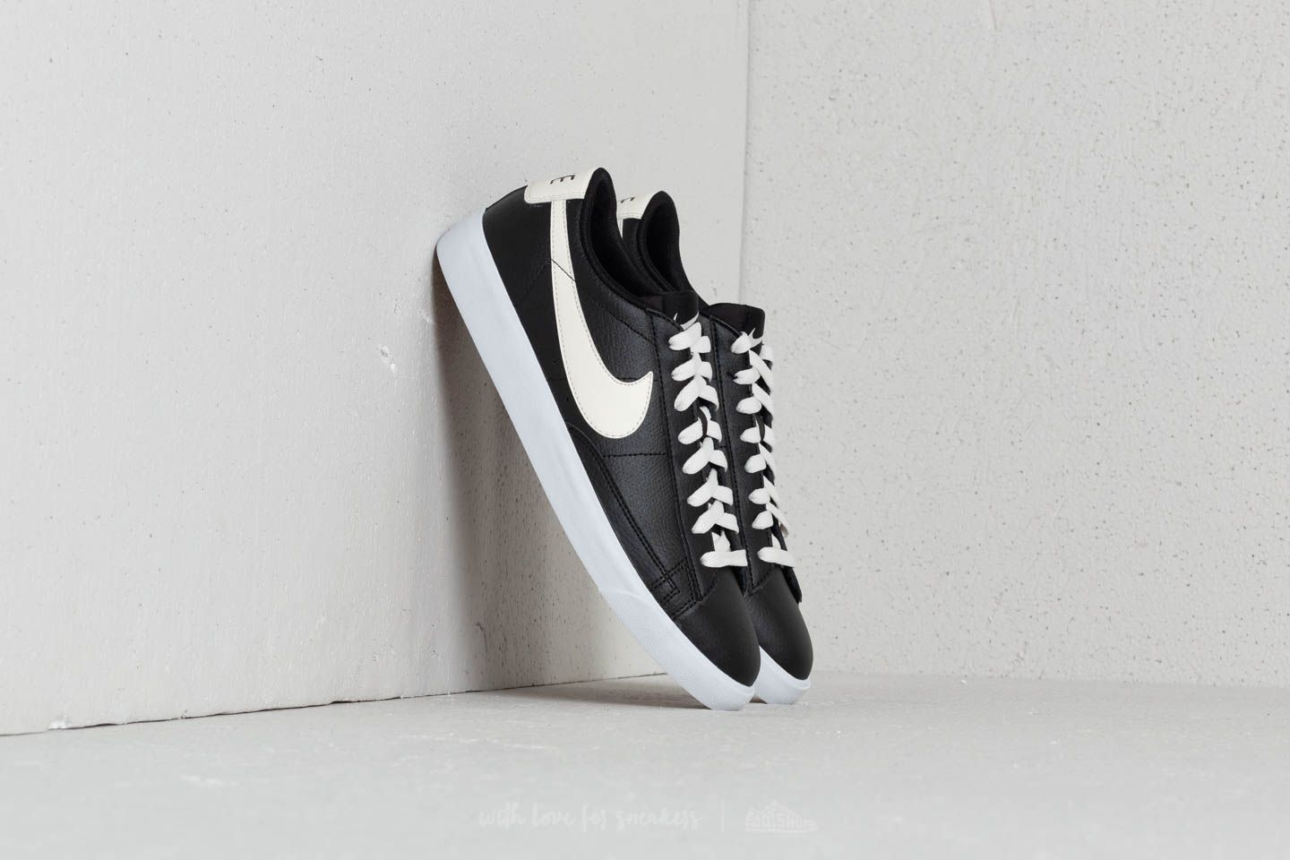 Nike Blazer Low Leather Black/ Sail-Gum Med Brown at a great price 62 € buy at Footshop
