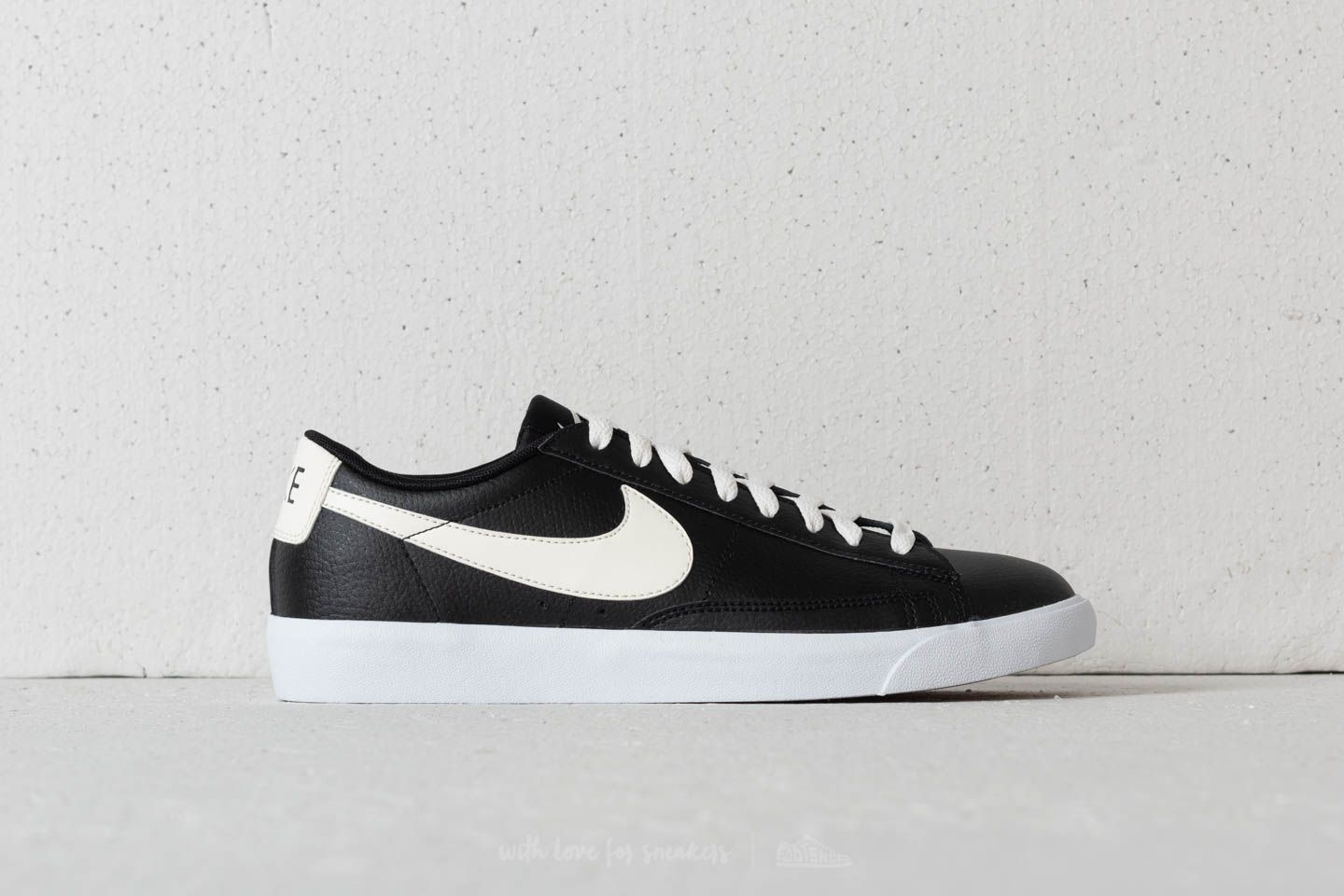 pretty nice c0082 6ee48 Nike Blazer Low Leather Black Sail-Gum Med Brown at a great price 88