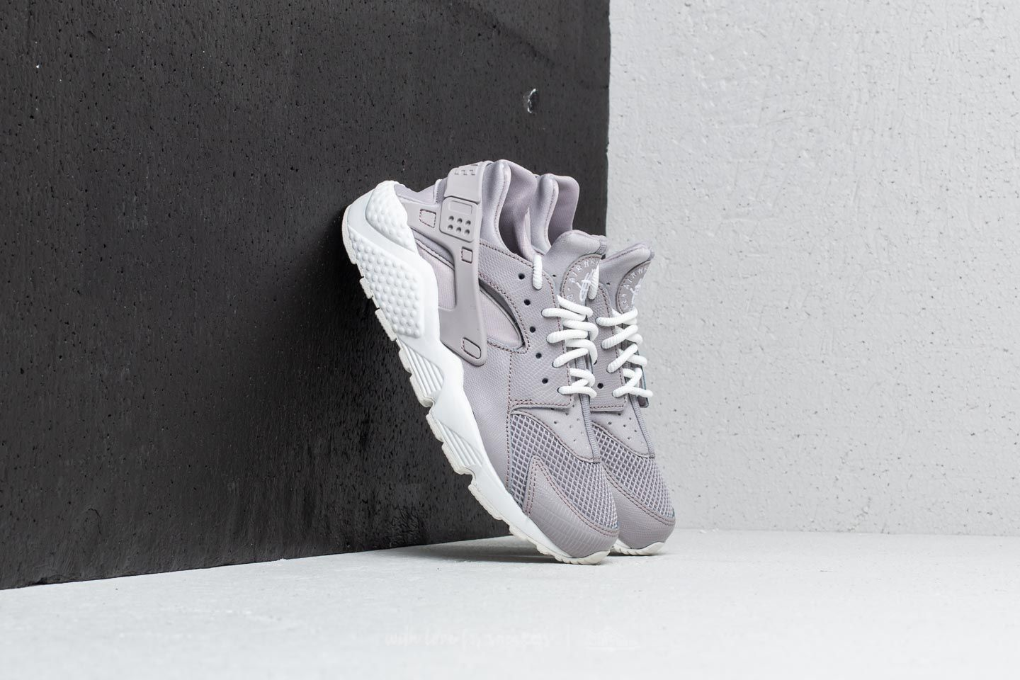 Nike Air Huarache Run SE W Atmosphere Grey