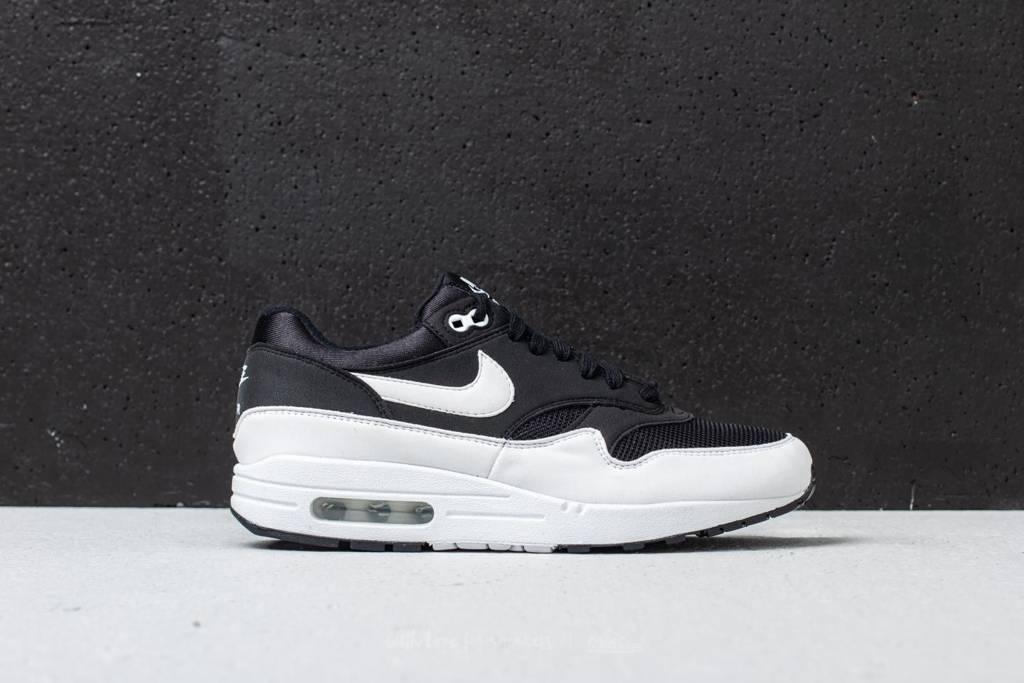 e136d9bc68043 Nike Wmns Air Max 1 Black  White at a great price 96 € buy at
