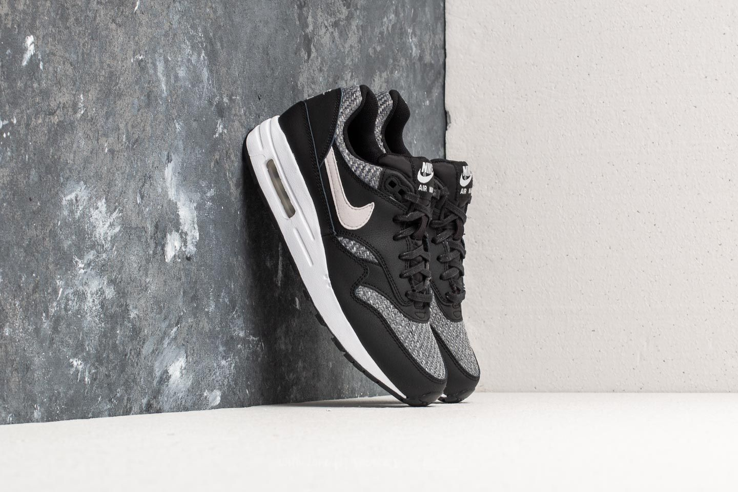 Nike Air Max 1 SE (GS) Black  Vast Grey-White-White  e8eb17620e
