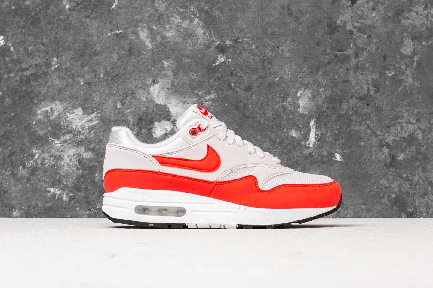 Nike Air Max 1 WMNS Vast Grey  Habanero Red at a great price 136 € e4e93cfb75