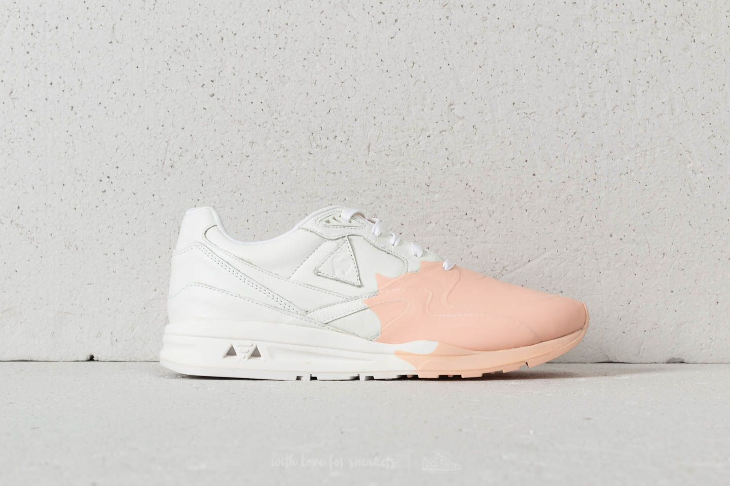 76acb5fb6dba le coq sportif LCS R800 Leather Optical White  Scallop Sheel at a great  price £