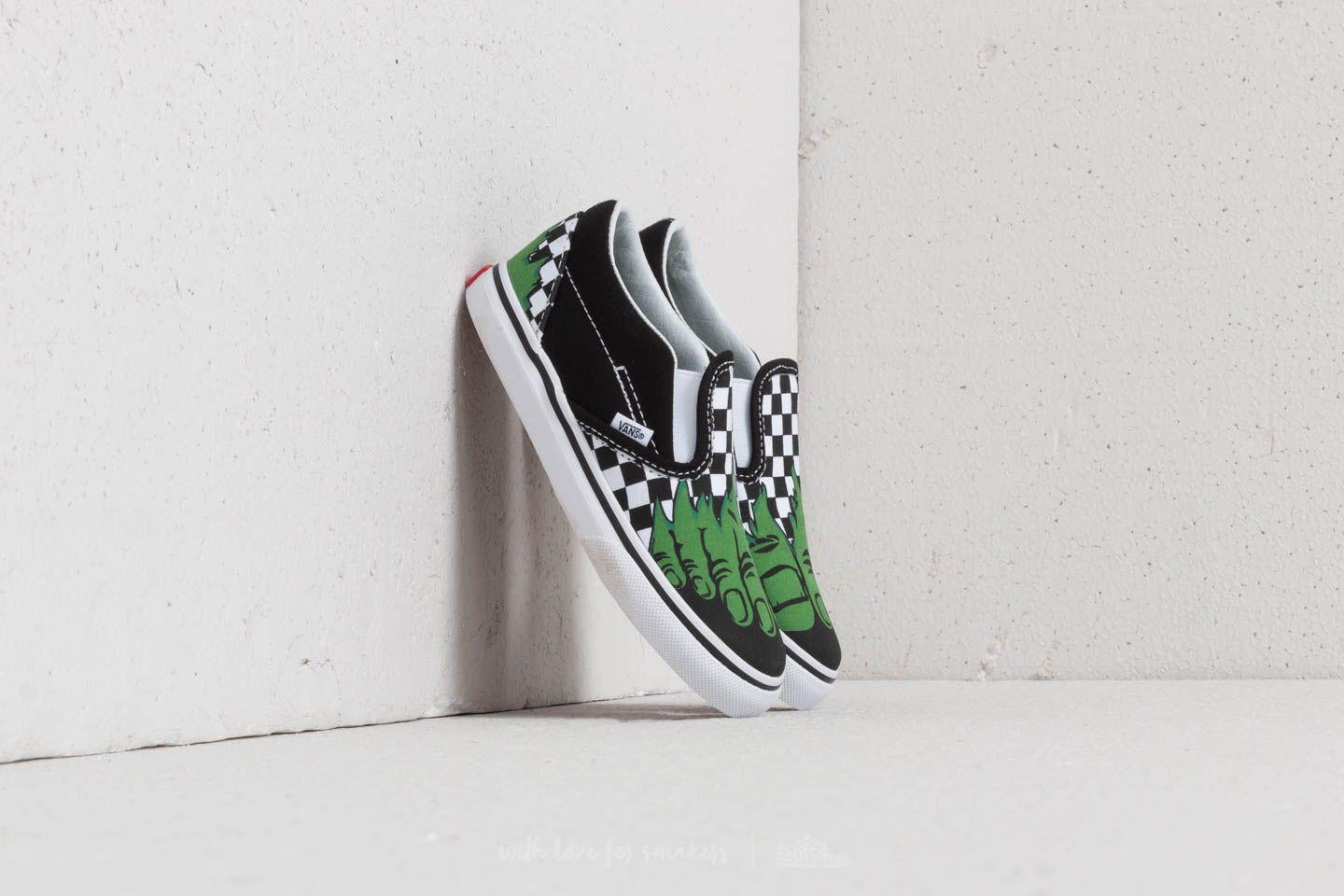 a595d4cdce9a13 Vans Classic Slip-On (Marvel) Hulk  Checkerboard