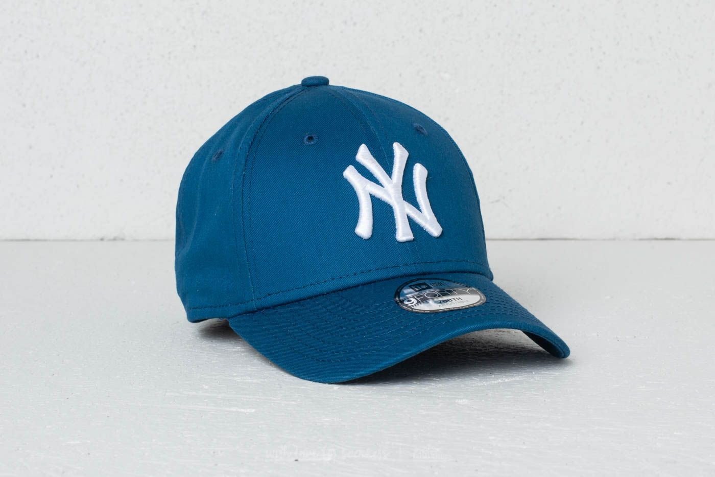 1867239589f73 New Era 9Forty Youth MLB League Essential New York Yankees Cap Blue  White