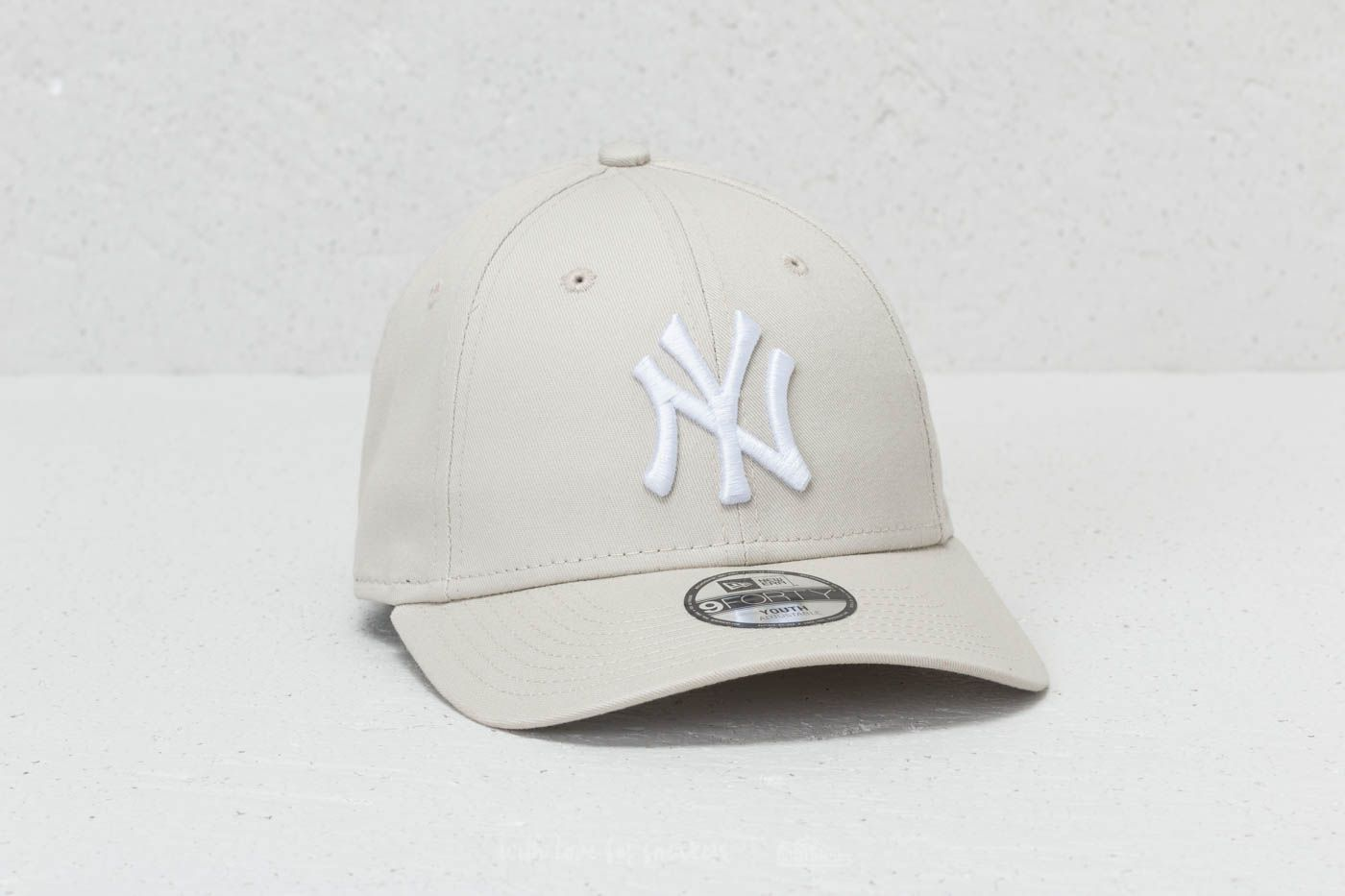 14c574951ea16 New Era 9Forty Youth MLB League Essential New York Yankees Cap Satin  White