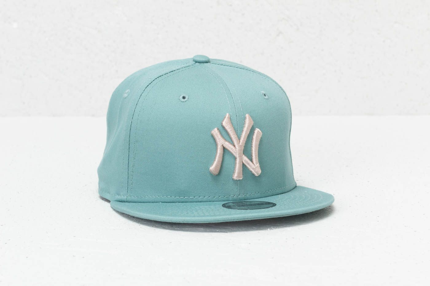346bc8dec19 New Era 9Fifty Youth MLB League Essential New York Yankees Cap Ash Green   Satin at