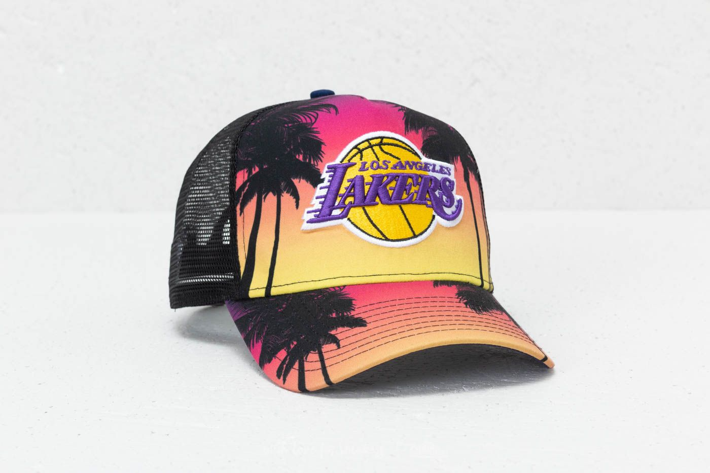 new arrival 9cd2a 65df1 New Era 9Forty NBA Coastal Los Angeles Lakers Trucker