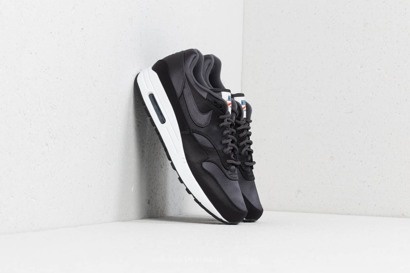 best loved 35b84 5fa7a Nike Air Max 1 SE Black Anthracite-White at a great price £121