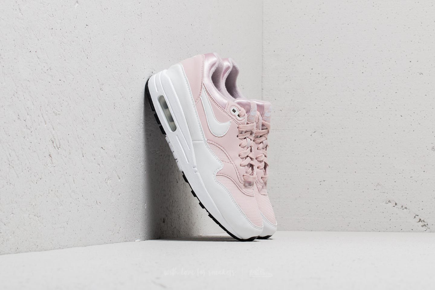 buy online 1eb22 3d138 Nike Wmns Air Max 1 Barely Rose White at a great price 96 € buy