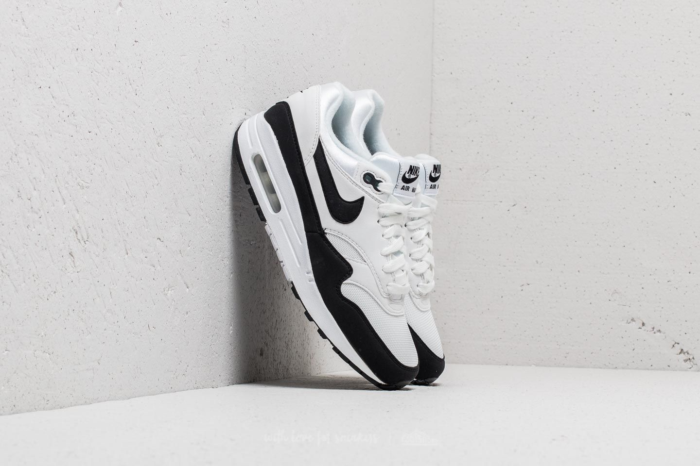 free shipping 97559 57694 Nike Wmns Air Max 1 White Black at a great price 136 € buy at