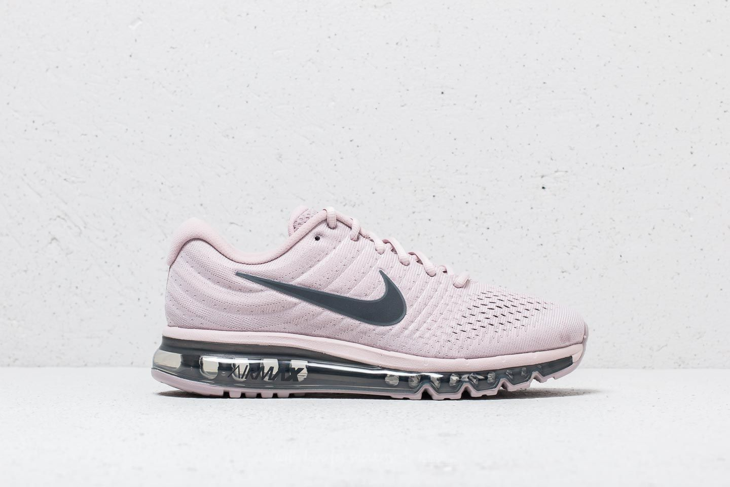 the best attitude f881c b3ea9 Nike Air Max 2017 SE Particle Rose  Dark Grey at a great price 134 €