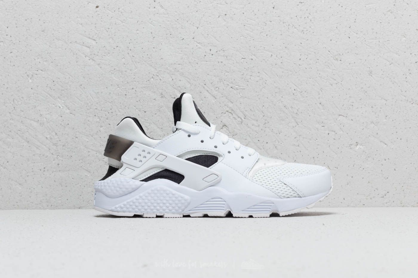 dfc04b91c7f9 Nike Air Huarache White  Black  Pure Platinum at a great price 85 € buy