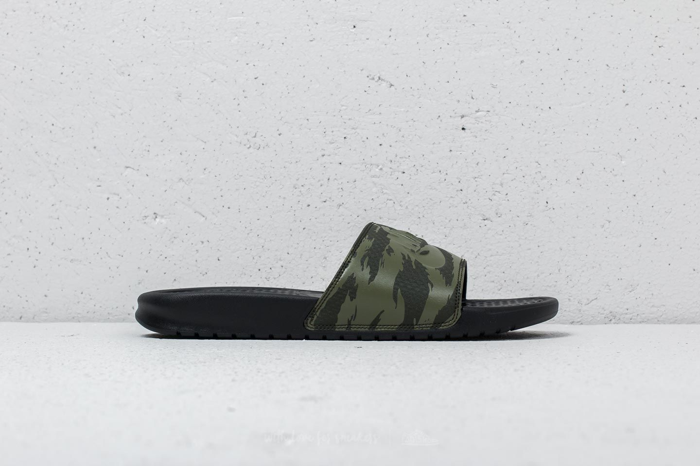 dc19a87168a8 Nike Benassi Jdi Sequoia  Medium Olive-Black at a great price 20 € buy
