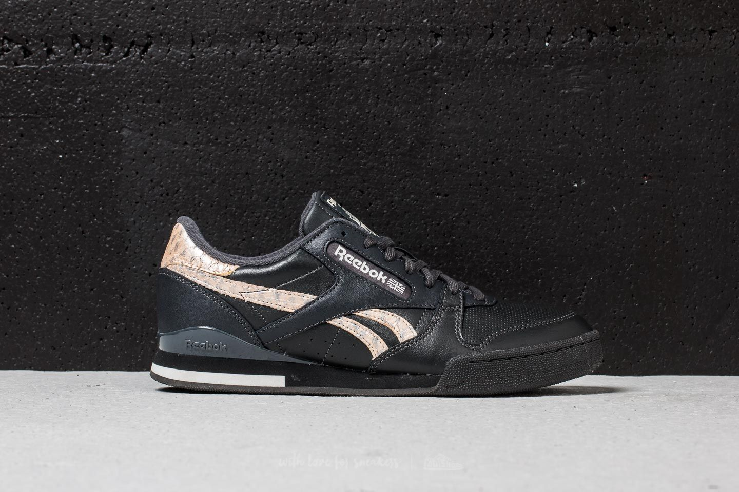d7db33fc6 Reebok Phase 1 Pro MU Coal  Chalk  Bare Big at a great price £