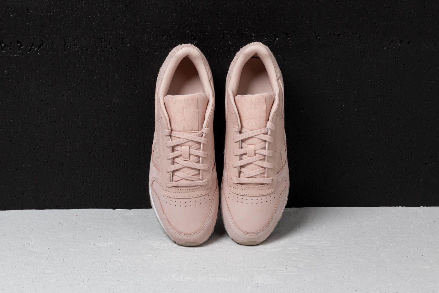 Reebok Classic Leather Bare Beige  Parchment  White at a great price 63 €  buy 55dbbdbc5581e