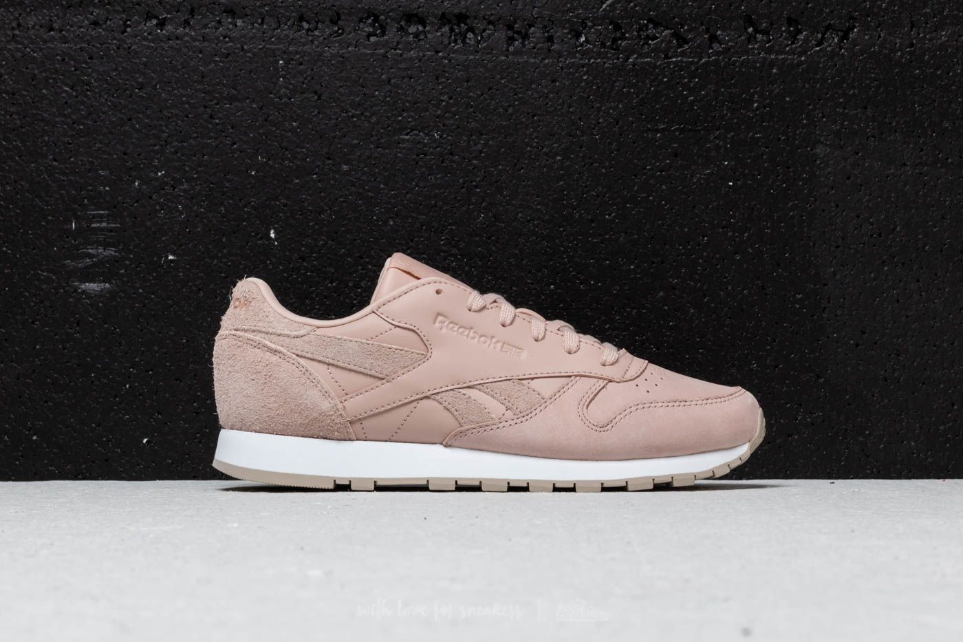 479cb212a48 Reebok Classic Leather Bare Beige  Parchment  White at a great price 63 €  buy