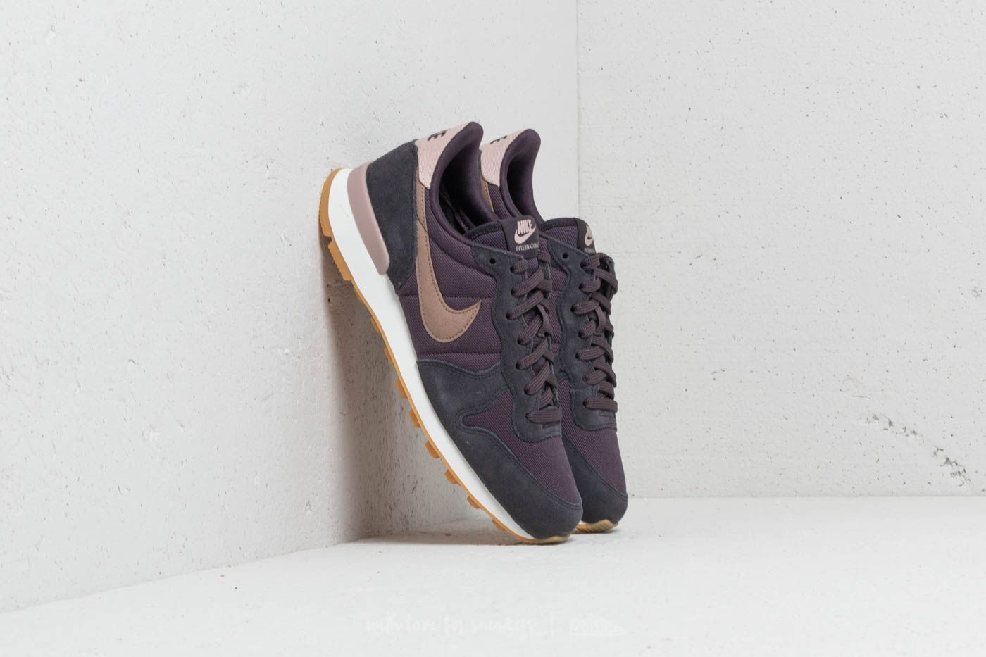 the latest 6ec83 d90c9 Nike Internationalist WMNS