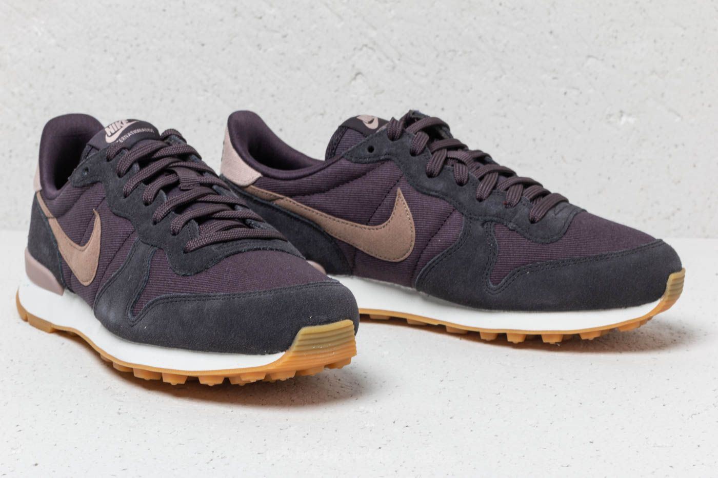 official images sports shoes new authentic Nike Internationalist WMNS Oil Grey/ Mink Brown | Footshop