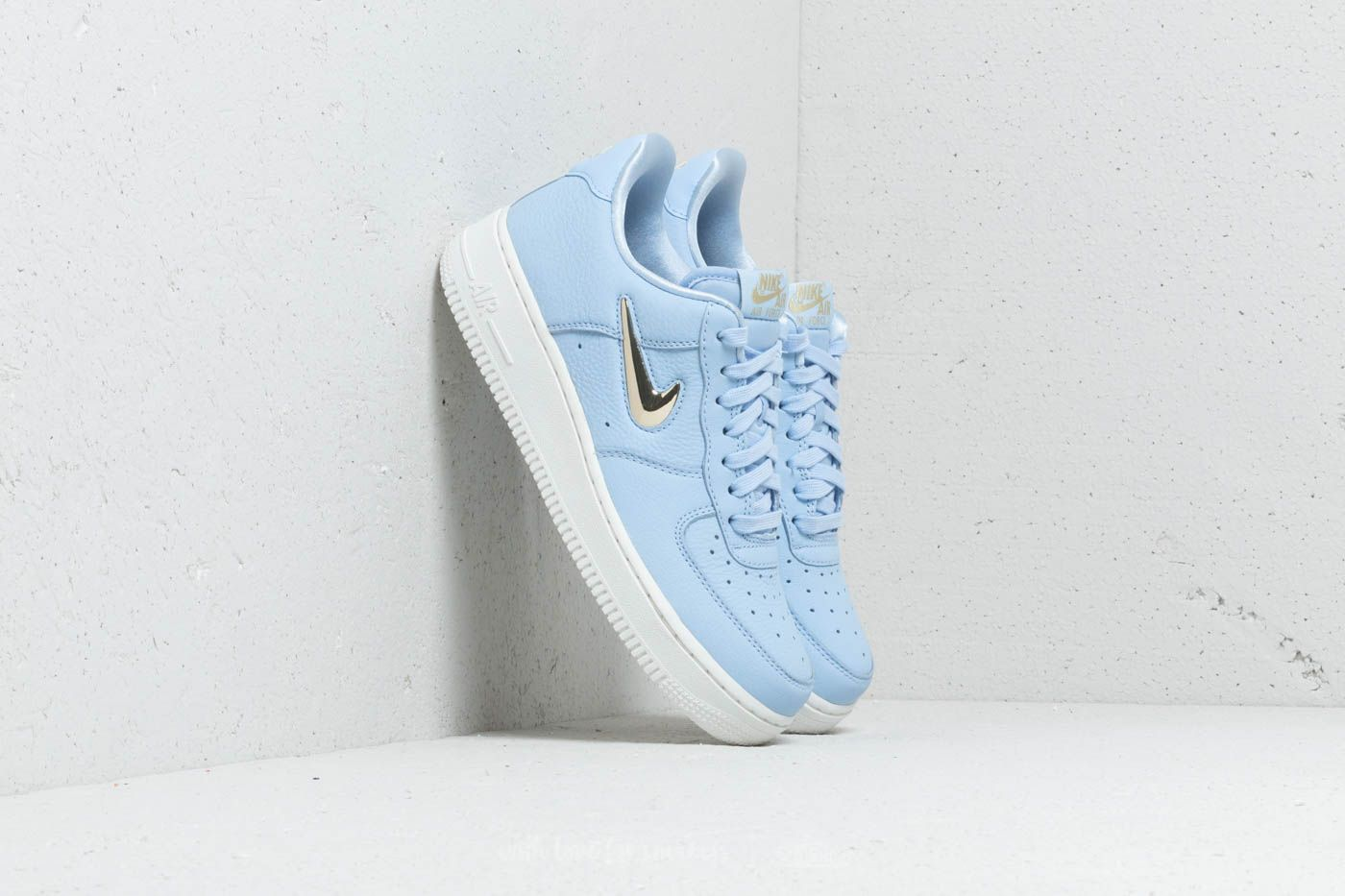finest selection 151f3 44de7 Nike Wmns Air Force 1 07 Premium LX Royal Tint Mtlc Gold Star