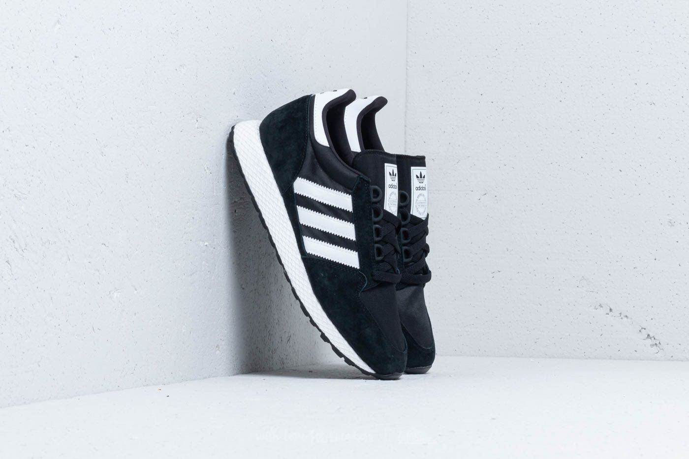 Scarpe e sneaker da uomo adidas Forest Grove Core Black/ Ftw White/ Core Black