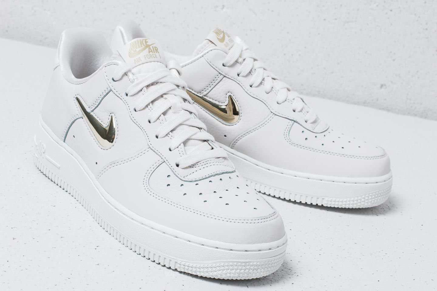 Nike Wmns Air Force 1´07 Premium LX Phantom Mtlc Gold Star | Footshop