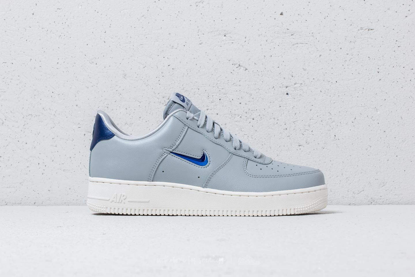 new concept 65137 510d8 Nike Air Force 1  07 LV8 Leather Wolf Grey  Deep Royal Blue a muy