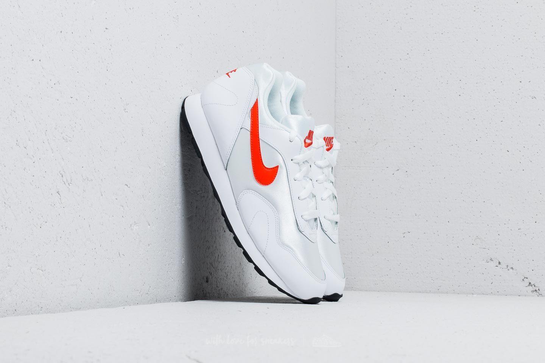 Nike Wmns Outburst White/ Team Orange-Black za skvělou cenu 1 690 Kč koupíte na Footshop.cz