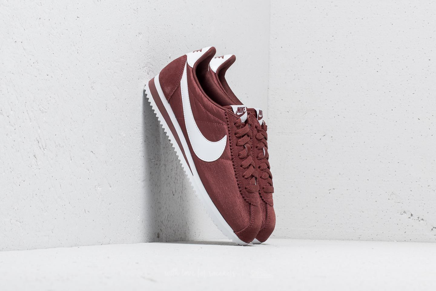 detailing 367bb 8586e Nike Wmns Classic Cortez Nylon Red Sepia  White at a great price 81 € buy