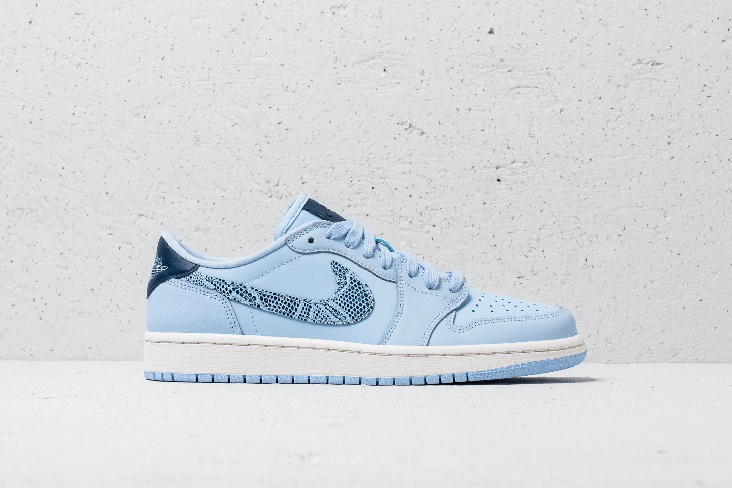 pretty nice 5c056 bbac0 Air Jordan 1 Retro Low OG WMNS Royal Tint  Navy-Phantom at a great