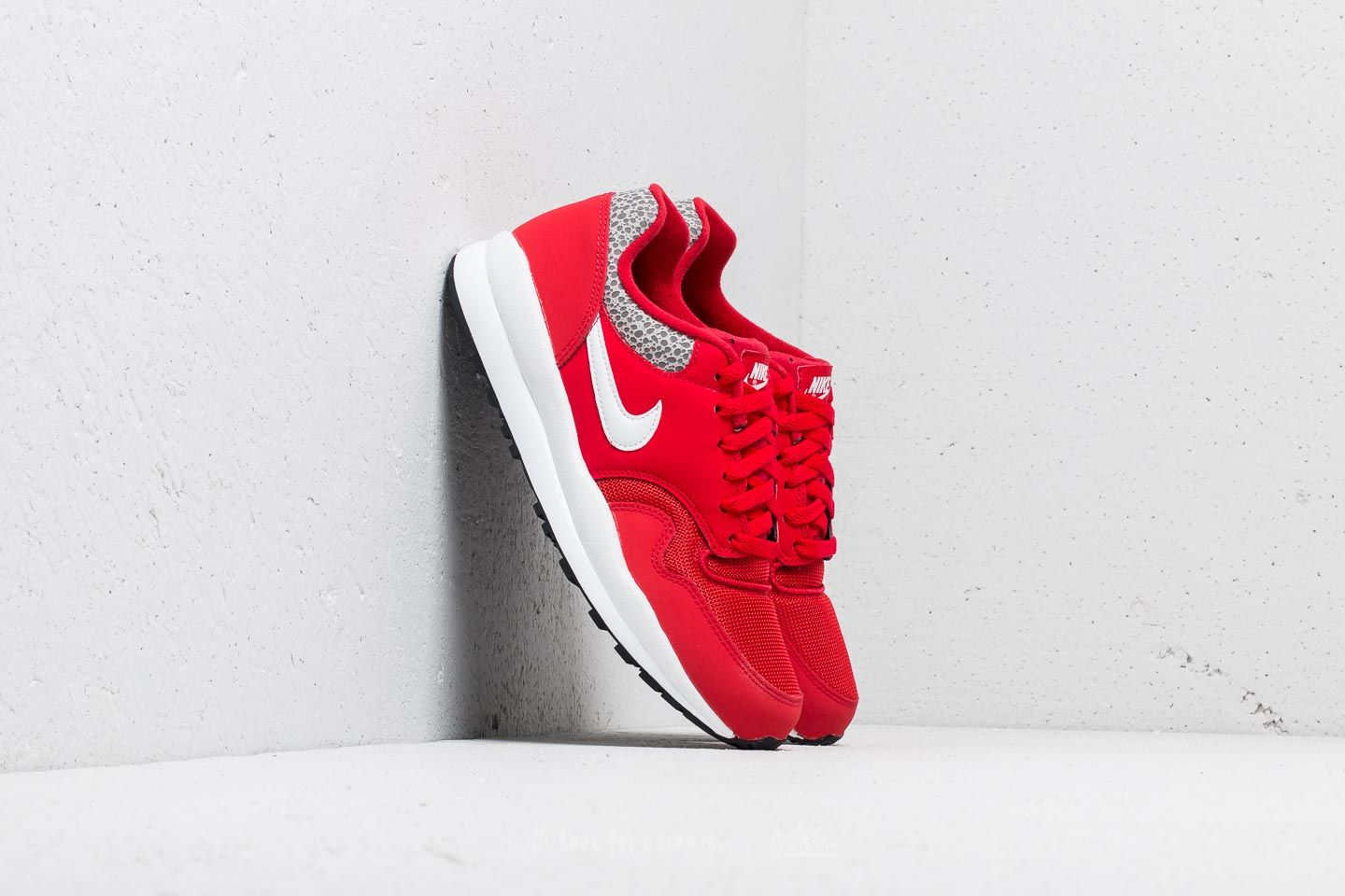 Nike Air Safari University Red  White-Black at a great price £86 buy 74a91e875
